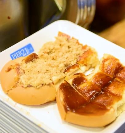ขนมปังปิ้งน้ำพริกเผาหมูหยอง ร้านเอี๊ยะแซ