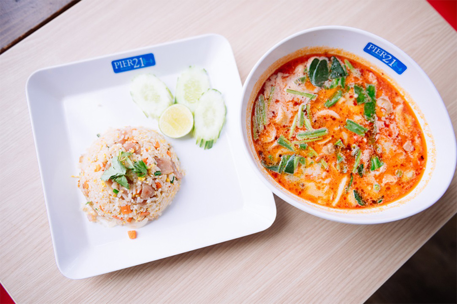 ข้าวผัดกุนเชียง + ต้มยำกุ้งน้ำข้น ร้าน Krua Thai Cuisine