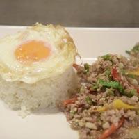 ข้าวกระเพราหมูสับ ไข่ดาว ร้าน Krua Thai Cuisine